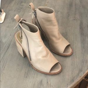 Taupe dolce vita cut out bootie